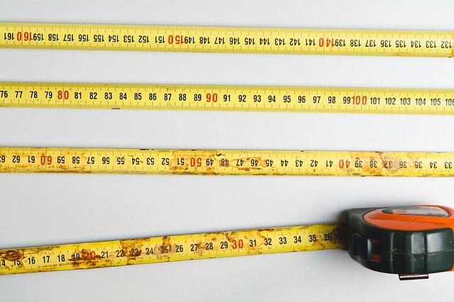 decorar con fotografías y cinta métrica