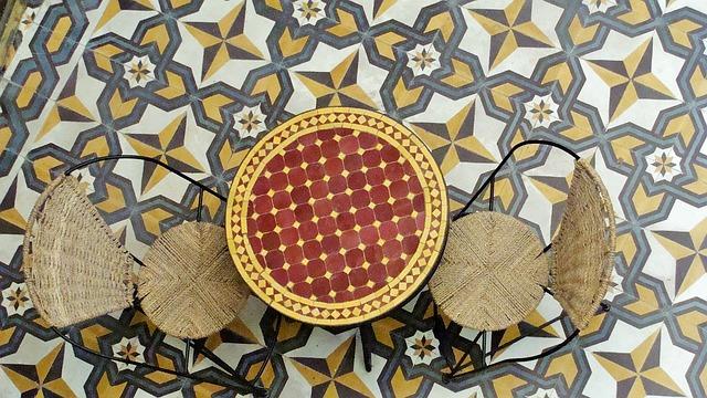 crear ambientes en tu terraza o jardín: mobiliario y suelos de estilo marroquí