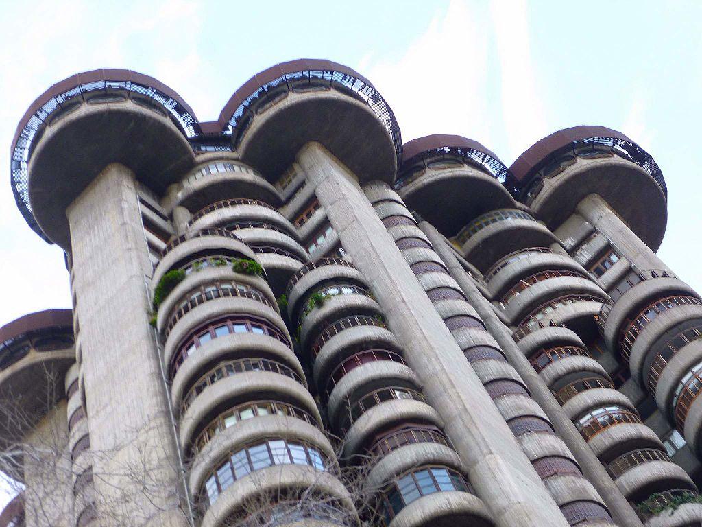 Edificios raros: las Torres Blancas de Madrid