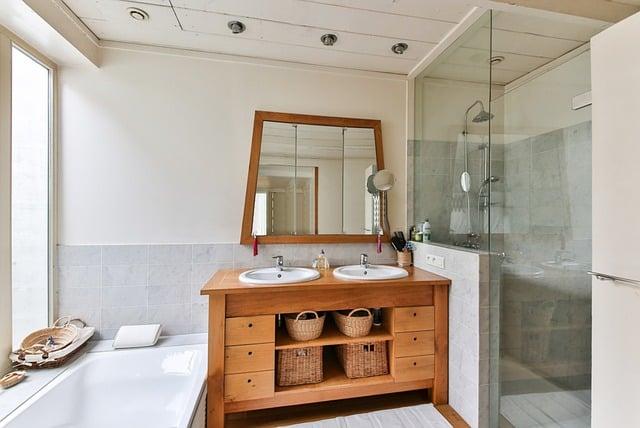 Motivos por los que cambiar la bañera por un plato de ducha