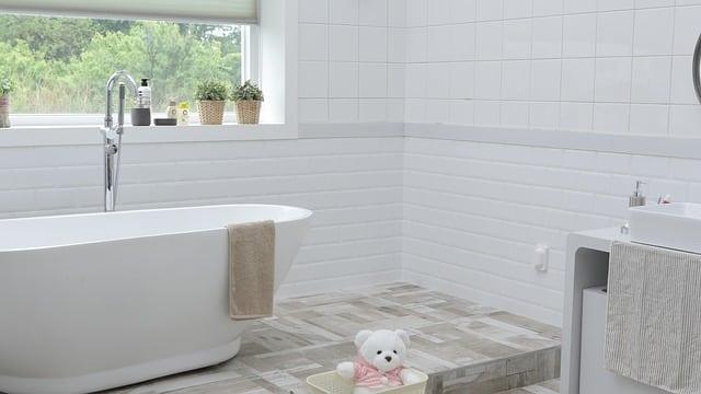 Cómo dar vida a un baño anticuado