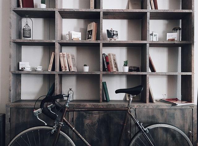 Trucos para colocar estanterías en viviendas pequeñas