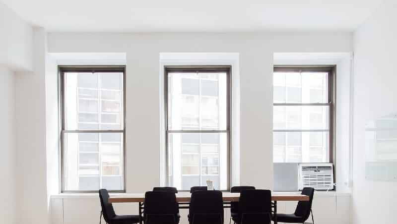 oficina con cristales dobles