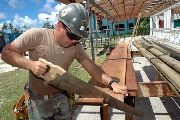 carpintero trabajando