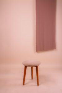 taburete de color rosa